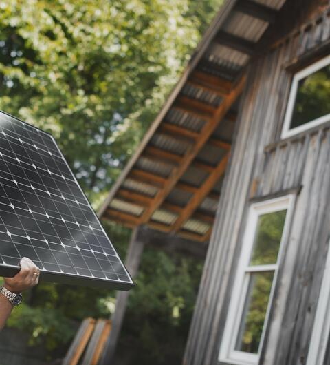 Postavíme vám fotovoltaiku na klíč. Pořiďte si od nás solární panely a čerpejte energii ze slunce.