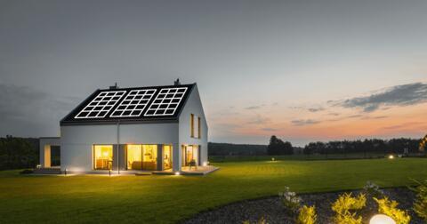 Slunce může pracovat pro vás, vyplatí se to! Naše fotovoltaické řešení vám s tím pomůže.