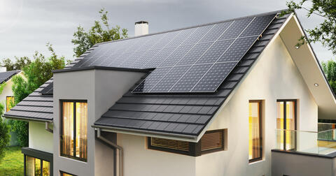 Elektřinu z fotovoltaiky, kterou hned nespotřebujete, si s námi můžete ukládat a využívat později.
