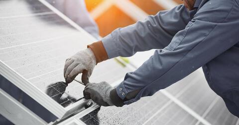Dobře navržený solární systém v kombinaci s naší virtuální baterií sníží váš odběr ze sítě.
