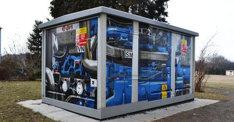 Pomalovaná kogenerační jednotka v Lišově