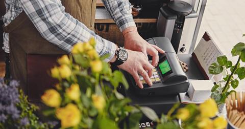 Pravidelné platby nejlépe vyřídíte pře aplikaci nebo portál Energie24.