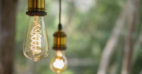 Tarif Komplet elektřina pro podnikatele, to je výhodná cena elektřiny a roční příspěvek na služby elektrikáře.